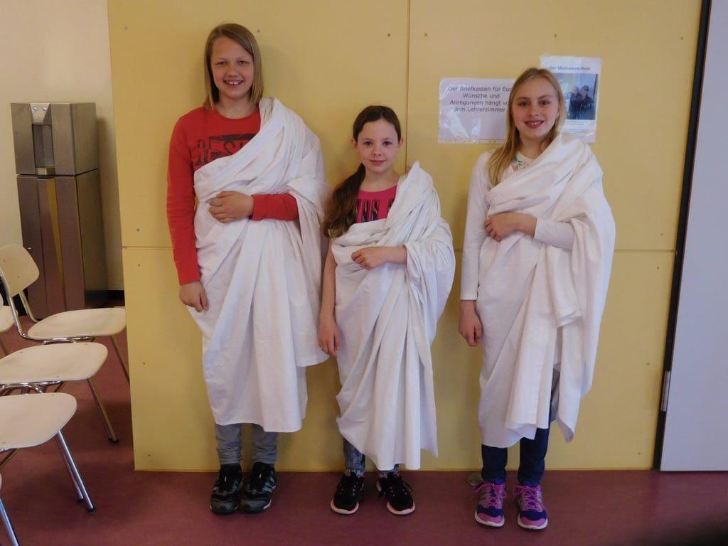 Schüler verkleidet als Römer